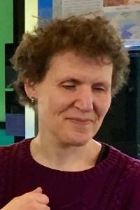 Porträtfoto Giuseppina Dolle. Beim Klick auf das Bild öffnet sich ein Infoblock mit weiteren Informationen. Links ist ein Button um den Infoblock wieder zu schließen.
